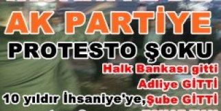 İhsaniye de vatandaştan AKP ye kutulu protesto